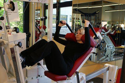 Krafttraining im Fitnessstudio - hier: Beinpresse
